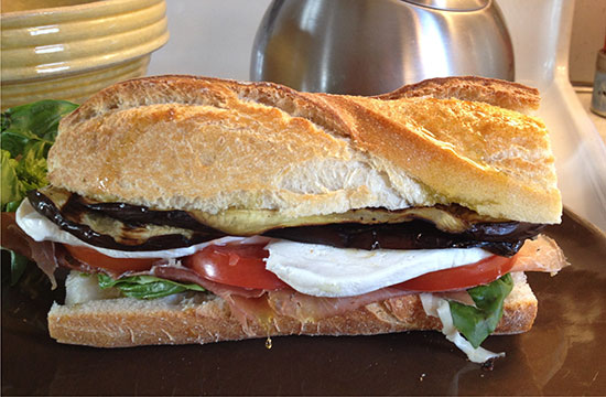 ساندویچ بادمجان ، یک میان وعده خوشمزه و عالی