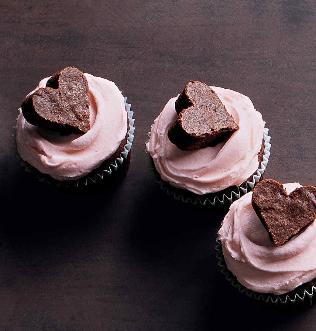کاپ کیک قلبی شکلاتی برای روزهای عاشقانه و سالگرد ازدواجتان