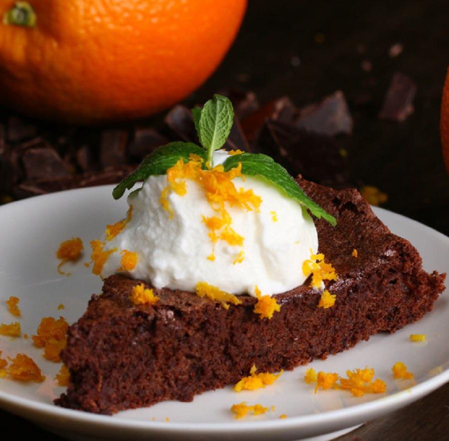 کیک شکلاتی با طعم پرتقال یک دسر یا عصرانه خوش طعم