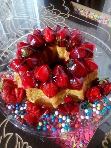 طرز تهیه کیک ژله ای توت فرنگی