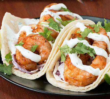 طرز تهیه تاکو میگو با سس گشنیز ، یک غذای مکزیکی خوشمزه