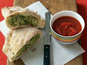 کالزونه بروکلی یک غذای ایتالیایی خوشمزه