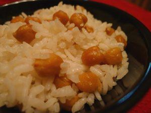نخودپلو با گوشت یک غذای خوشمزه با ادویه مخصوص
