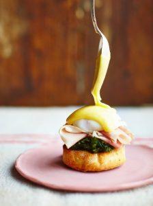 تخم مرغ بندیکت یک صبحانه ی مخصوص خوشمزه