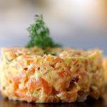 سالمون تاتار یک پیش غذای قالبی با ظاهری زیبا
