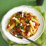 پاستا با سس بادمجان و گوجه فرنگی یک غذای سریع و خوشمزه