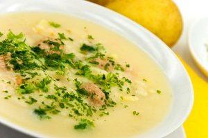 سوپ جو با خامه غذایی مناسب برای ماه مبارک رمضان