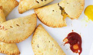 طرز تهیه پیراشکی گوشت و پنیر برای پیک نیک تابستانیتان