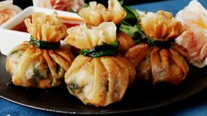 طرز تهیه دامپلینگ میگو یک غذای چینی خوشمزه