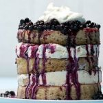 طرز تهیه پنکیک با بستنی و کمپوت بلوبری خوش طعم