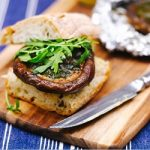 طرز تهیه همبرگر قارچ با طعم سیر یک غذای آسان پخت