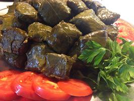طرز تهیه دلمه برگ مو و قارچ یک غذای خوشمزه و سنتی