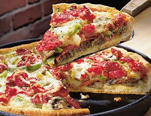 طرز تهیه یک پیتزای خوشمزه خانگی بدون فر