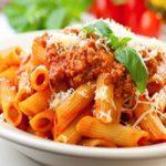 اسپاگتی با سس بلونزه یا ماکارونی دمی با سس گوشت