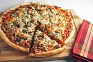 طرز تهیه پیتزا مرغ و قارچ خوشمزه و عالی