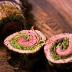 طرز تهیه رولت گوشت مجلسی با سس پستو جعفری و گردو