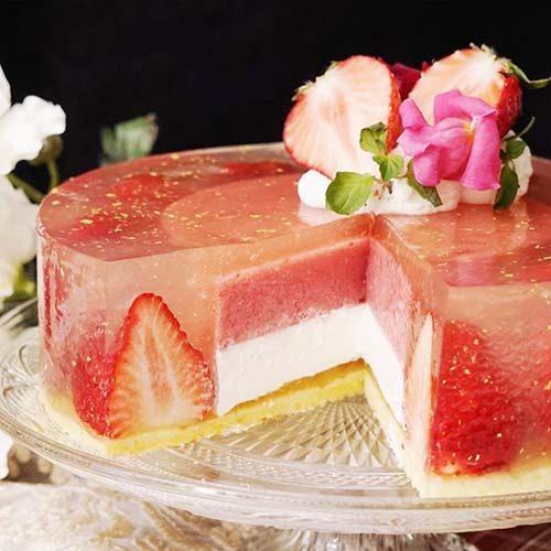 کیک ژله توت فرنگی لاکچری و خوشمزه در خانه