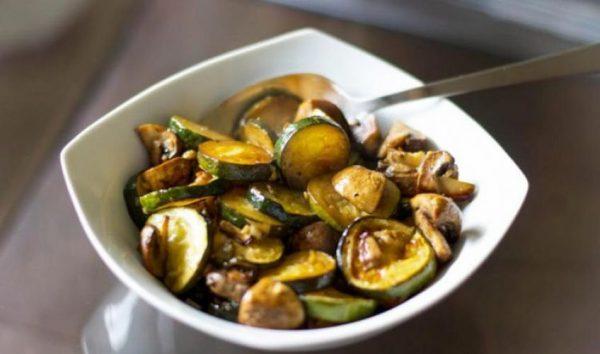 طرز تهیه خوراک كدو با قارچ