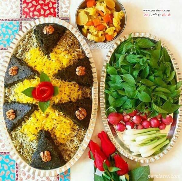 تزیین کوکو سبزی روی برنج