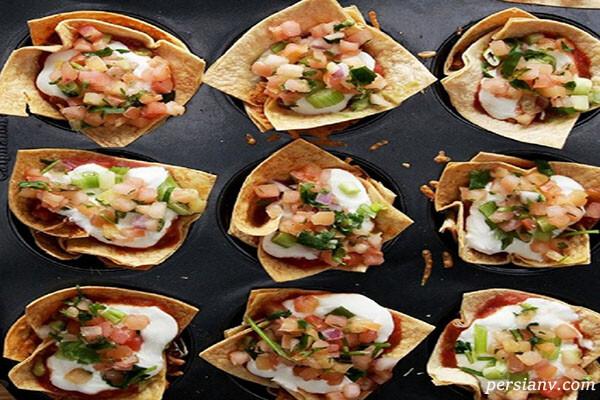 پیش غذای ۷ لایه مکزیکی با نان تورتیلا و سس گواکاموله