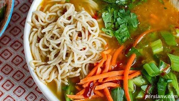سوپ نودالیت و سبزیجات