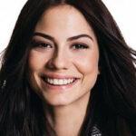 بیوگرافی دمت اوزدمیر از سریال های معروف تا زندگی شخصی خانم بازیگر