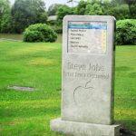 سنگ قبر استیو جابز همه را سرکار گذاشت + تصویر