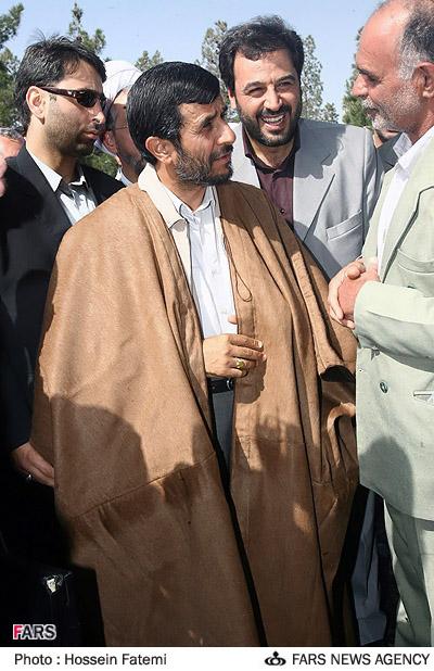 عکسی جالب از احمدی نژاد در لباس روحانیت