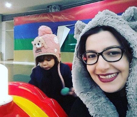 عکس زیبای زیبای ملیکا زارعی در کنار دخترش مانلی