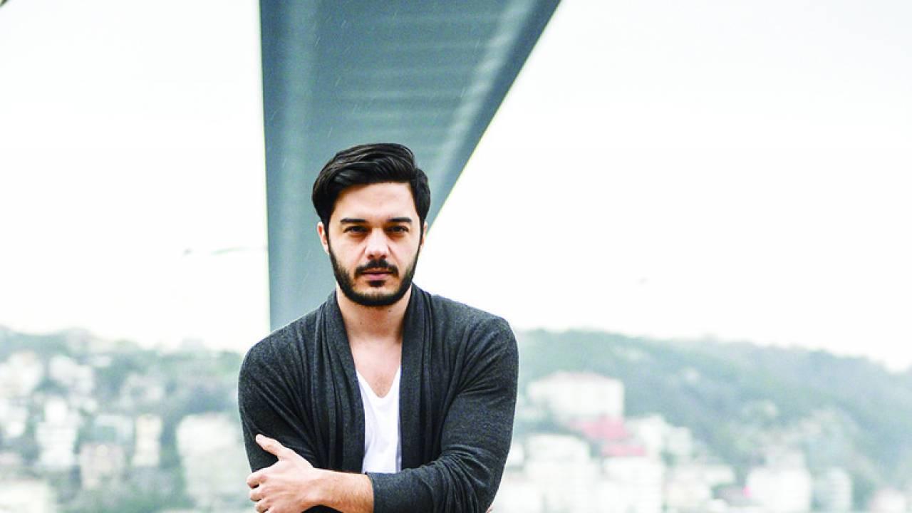 خواننده محبوب ترک در تهران کنسرت می دهد+عکس