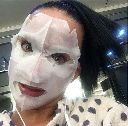 عکس جالب و ترسناک کیتی پری با ماسک صورت