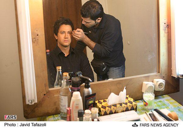 عکس : شاهرخ استخری بازیگر سریال دلنوازان در اتاق گریم
