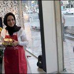 عکس دیدنی: بهنوش بختیاری پشت ویترین یک مغازه برای نمایش تبلیغاتی