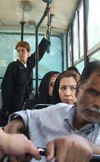کشف حجاب یک زن بی بند و بار در تهران ! + عکس