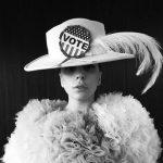 تبلیغ جالب لیدی گاگا برای رای دادن به کلینتون +عکس