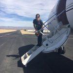 عکس جالب لیدی گاگا روی پله های هواپیما برای سفرهای تبلیغاتی آلبوم جدیدش