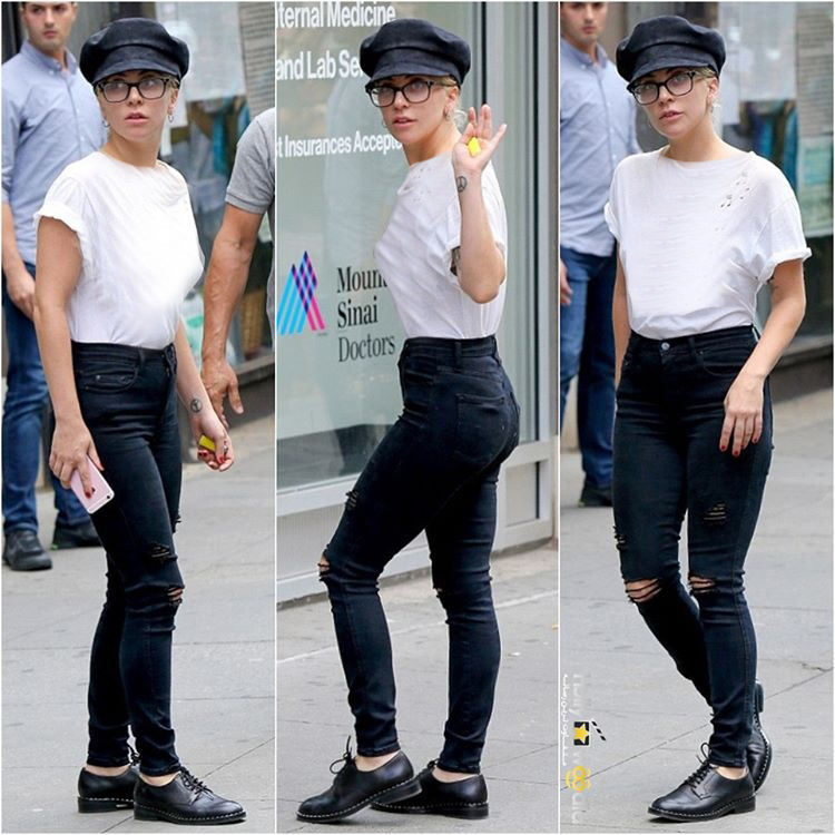 شلوار پاره و تی شرت لیدی گاگا در حال ترک استودیویی در نیویورک