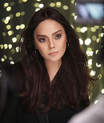 عکس جدید اِبرو گوندش خواننده معروف ترکیه