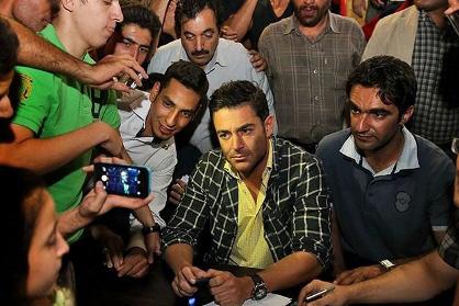 جشن تولد محمدرضا گلزار در پشت صحنه سریال عاشقانه +فیلم