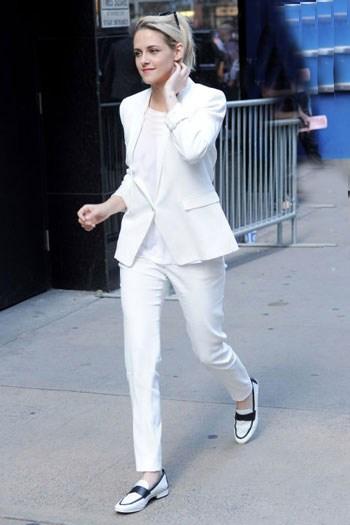 کت و شلوار زیبای کریستن استوارت که اورا جز خوشتیپ های این هفته هالیوود قرار داد