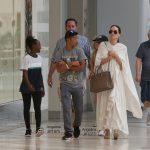 تیپ جالب آنجلینا جولی به همراه دو فرزندش در لس آنجلس