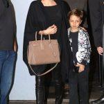 تیپ زیبا و مشکی آنجلینا جولی همراه با پسرش در نیویورک