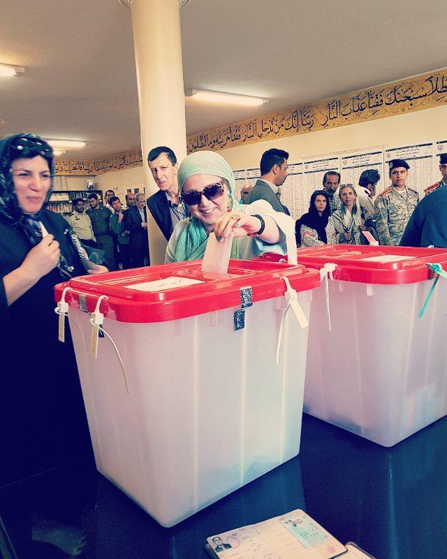 بازیگران پای صندوق های رای 1