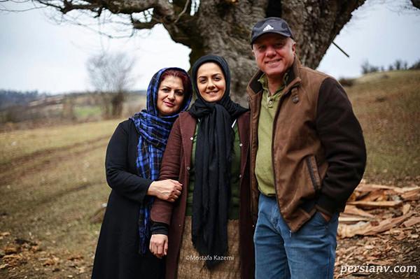 بیتا سحرخیز در کنار پدر و مادرش