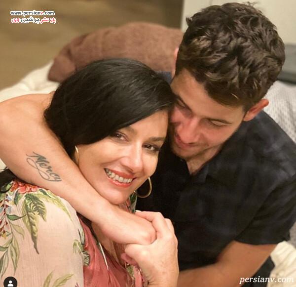 نیک جوناس و مادرش