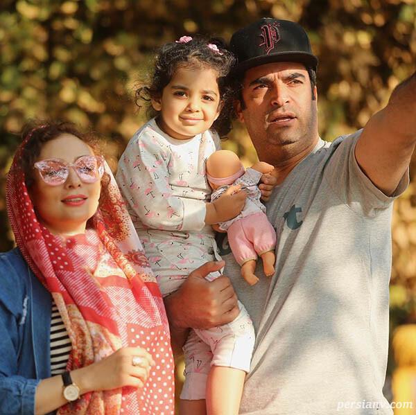 عکس خانوادگی منوچهر هادی در پشت صحنه عاشقانه