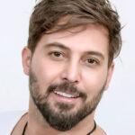 زندگی دانیال عبادی بازیگر خانه امن از بازیگری و اجرا تا شهرت با سینما