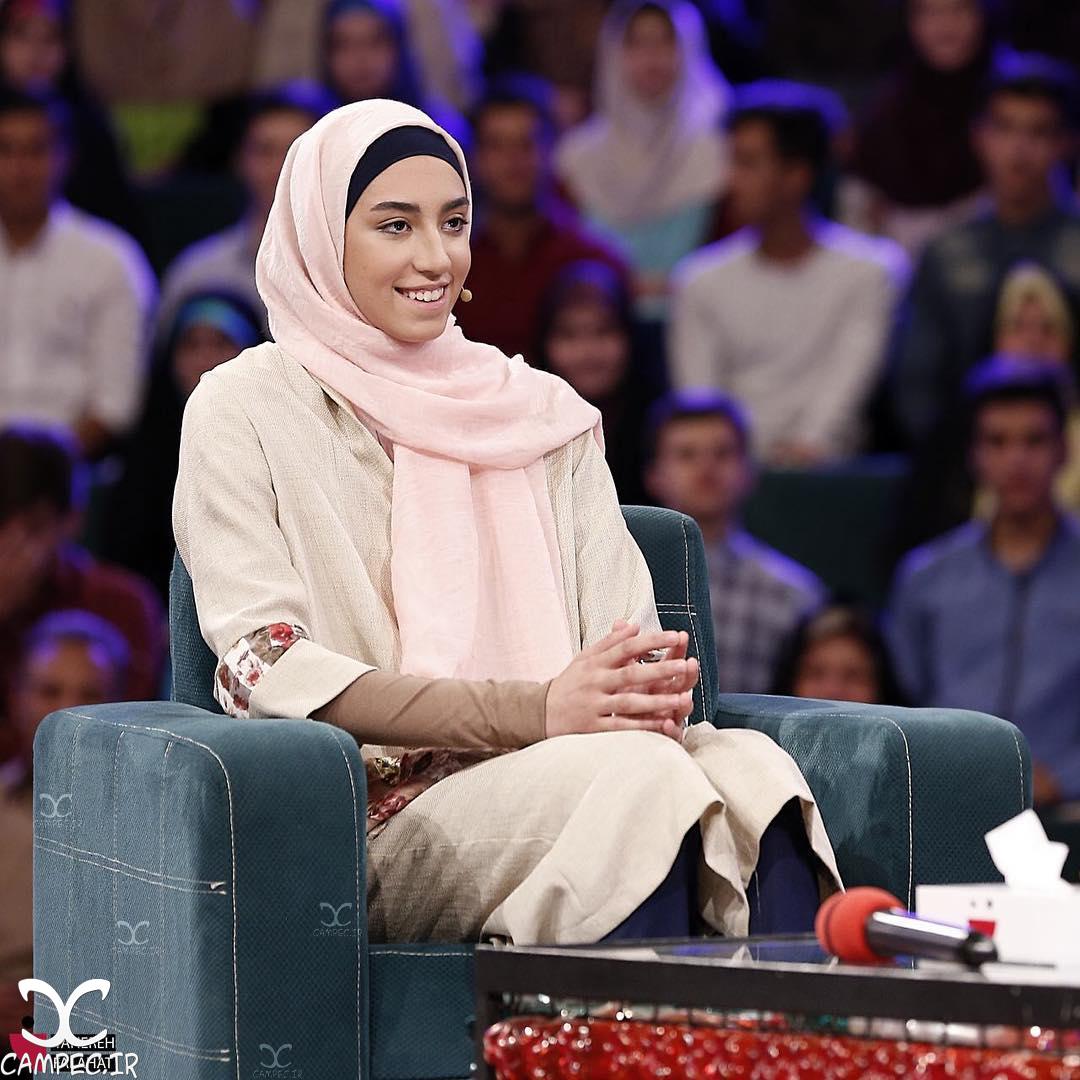 حضور کیمیا علیزاده و خانواده اش در برنامه خندوانه +تصاویر