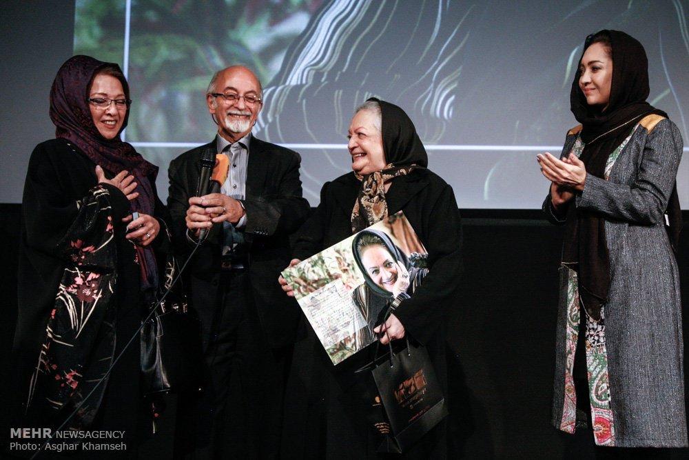 تقدیر نیکی کریمی از شهلا ریاحی در یک مراسم بعد از ۳۰ سال! +عکس