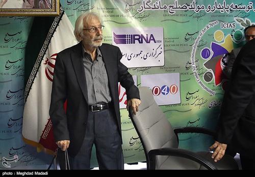 انتقاد تند جمشید مشایخی از یک کارگردان و ترک جلسه + عکس